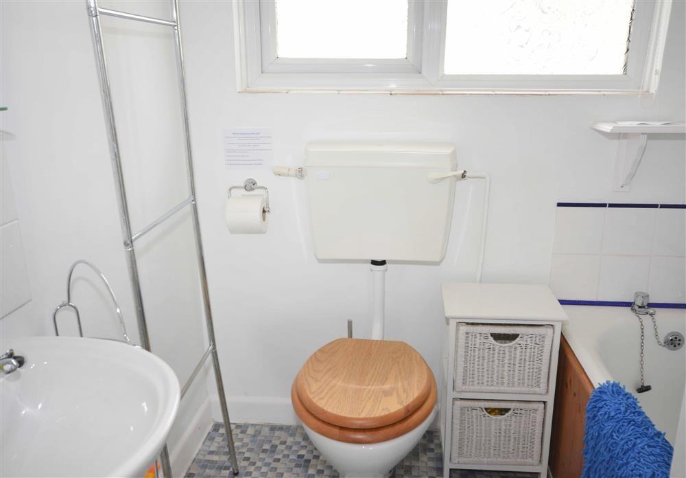 Perran Sands 150 - Bathroom