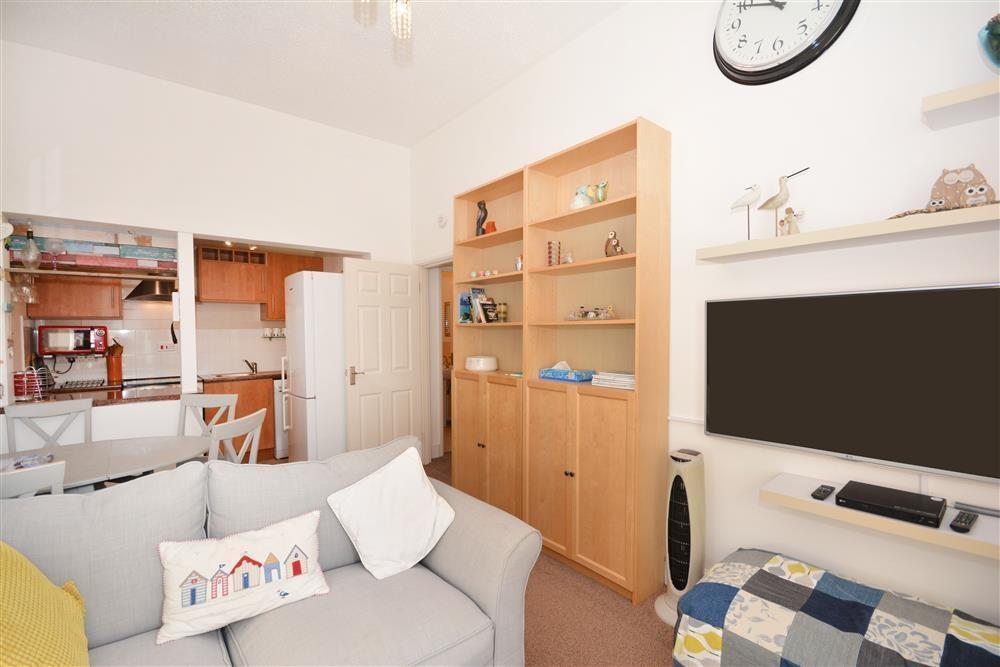 The Retreat - Lounge & Kitchen