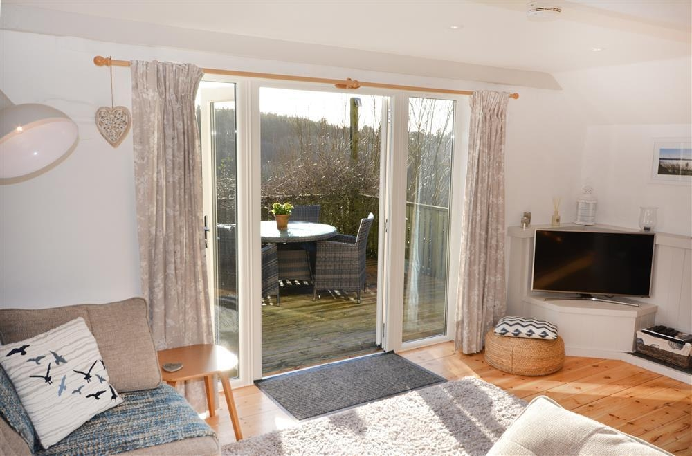 Meadow Cottage - Lounge & Decking