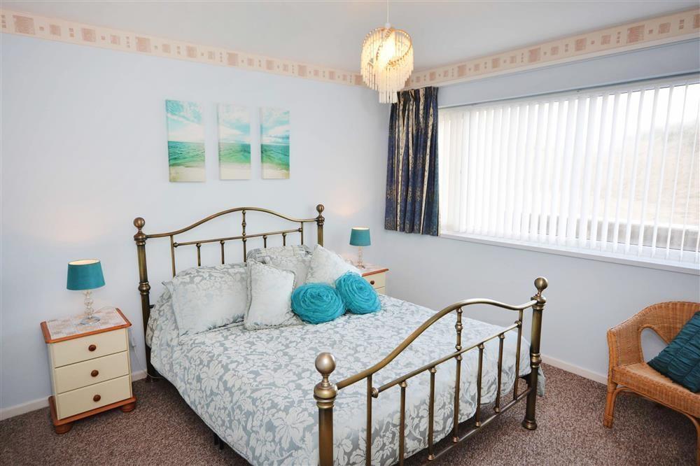 Sand Bay 2 (White Waves) - Main Bedroom