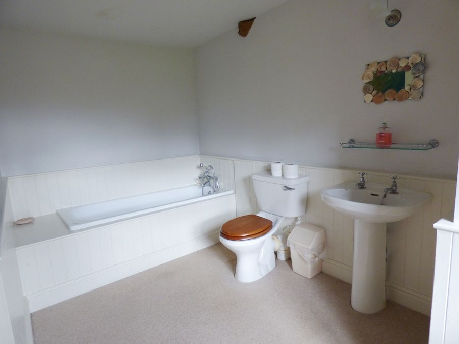 Field Barn Cottage | Bathroom