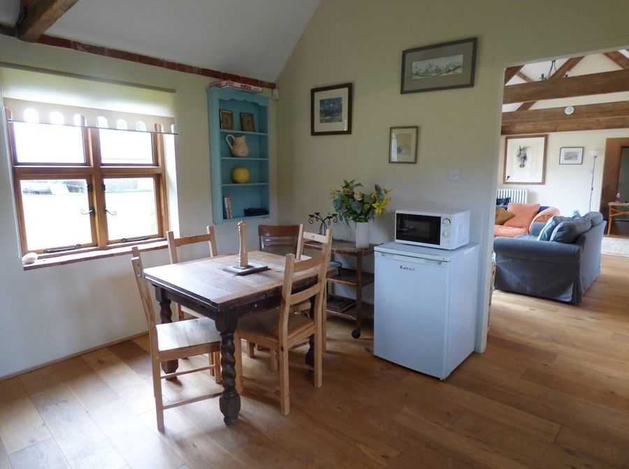 Field Barn Cottage | Kitchen table