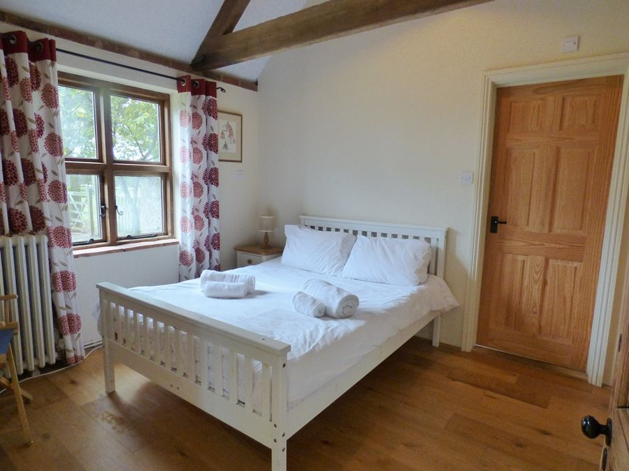 Field Barn House and Cottage | Cottage bedroom