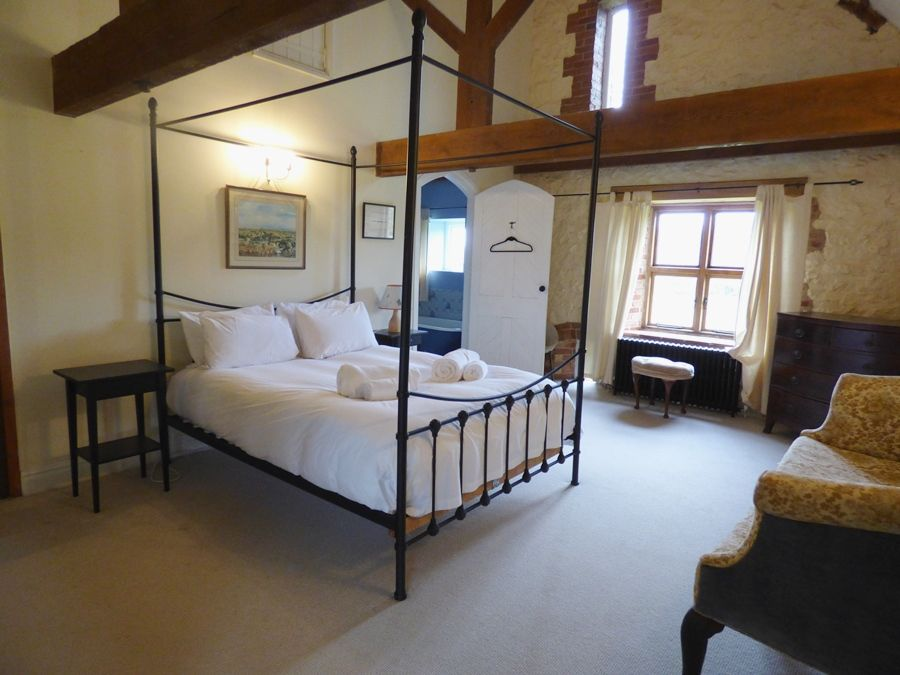 Field Barn House and Cottage | Bedroom 1