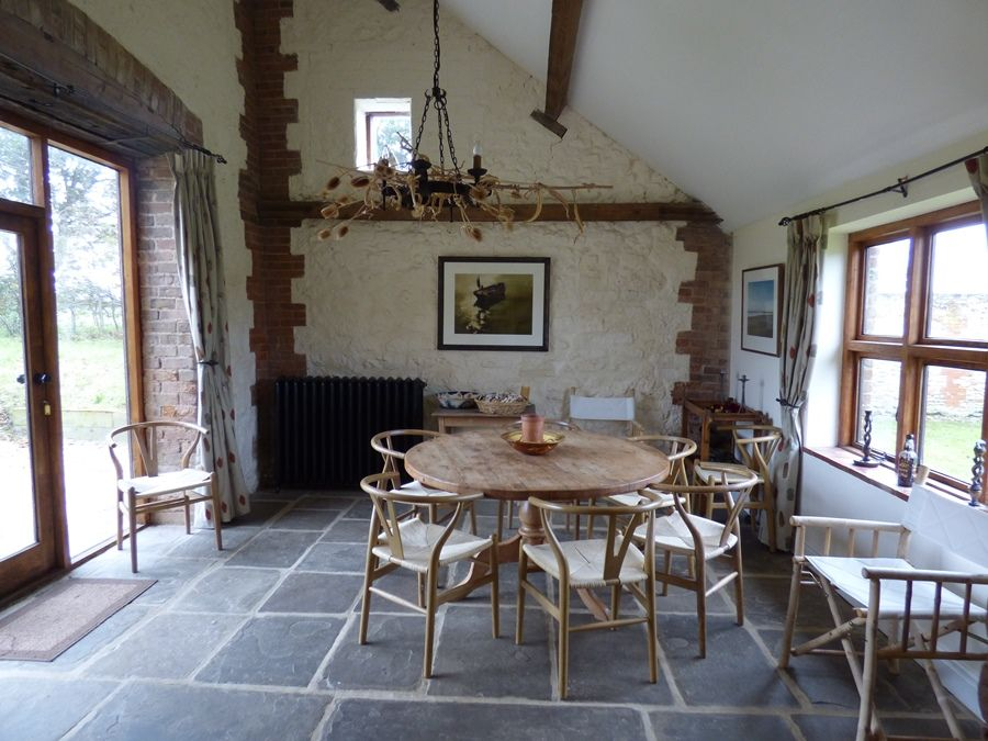 Field Barn House and Cottage | Dining room