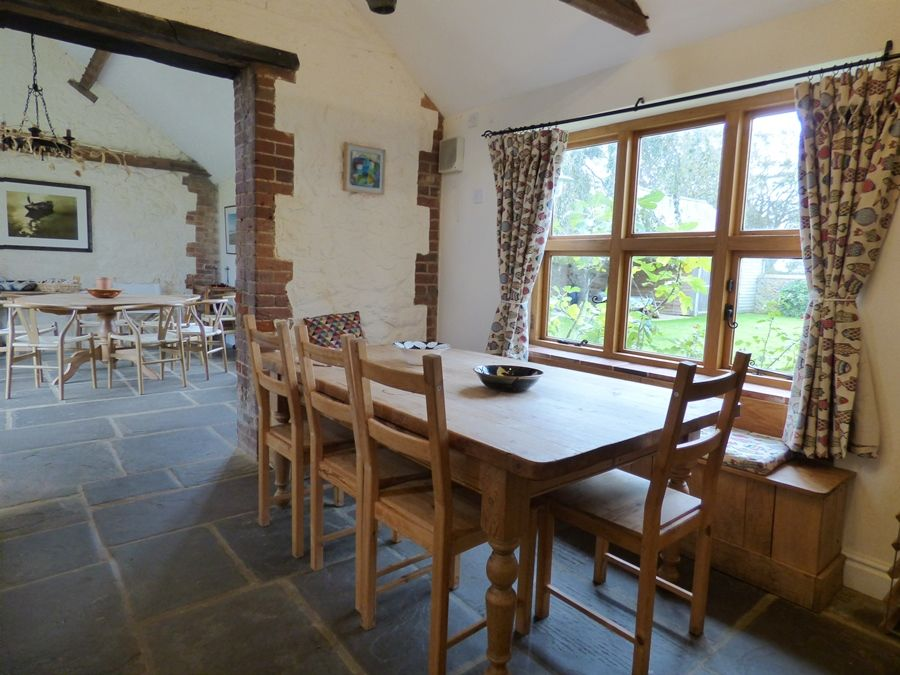 Field Barn House and Cottage | Kitchen table