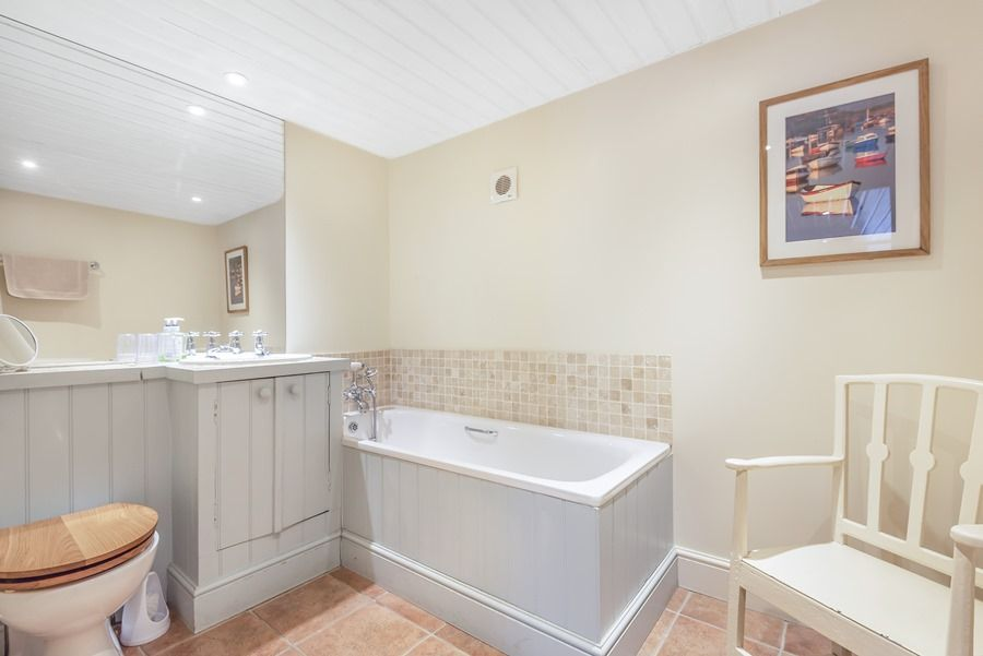 Flagstaff Cottage | En-suite bathroom