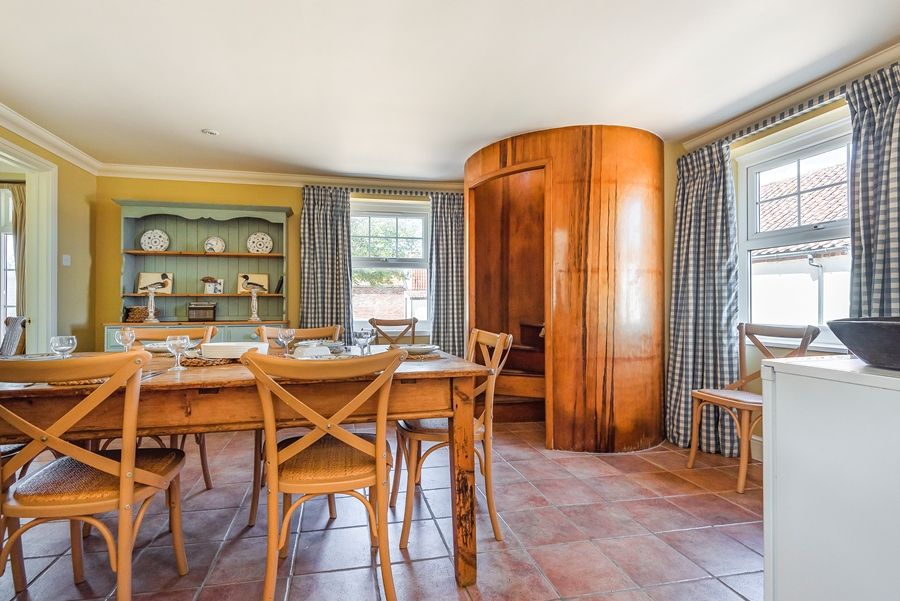Flagstaff West | Dining room with staircase