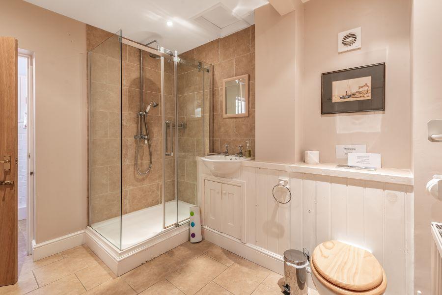 Hart's House | Shower room