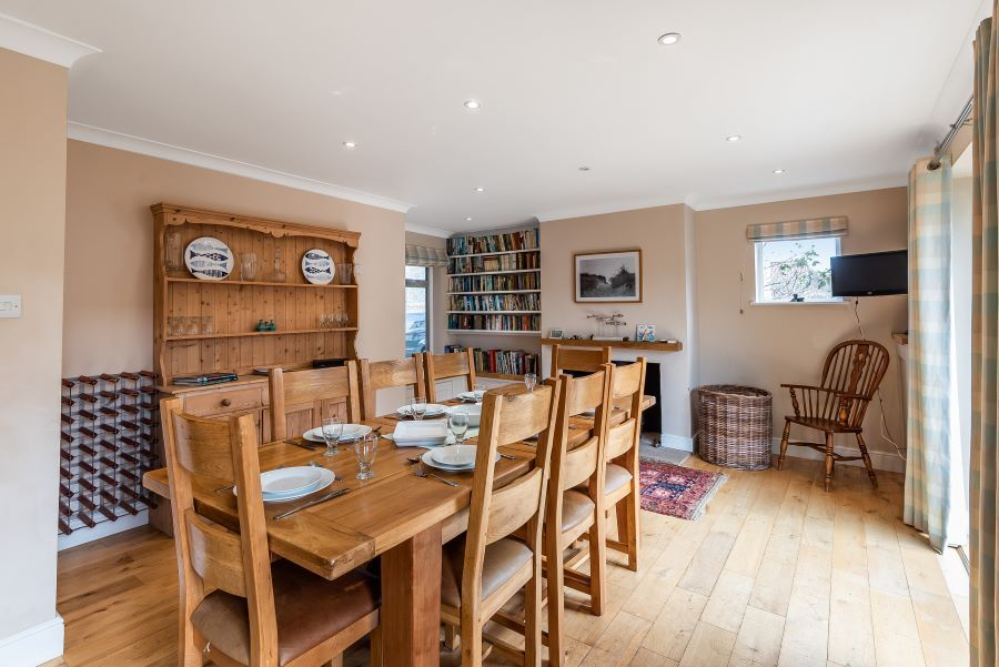 Hart's House | Dining table