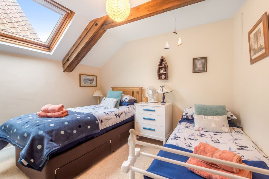 Staithe Barn | Twin bedroom