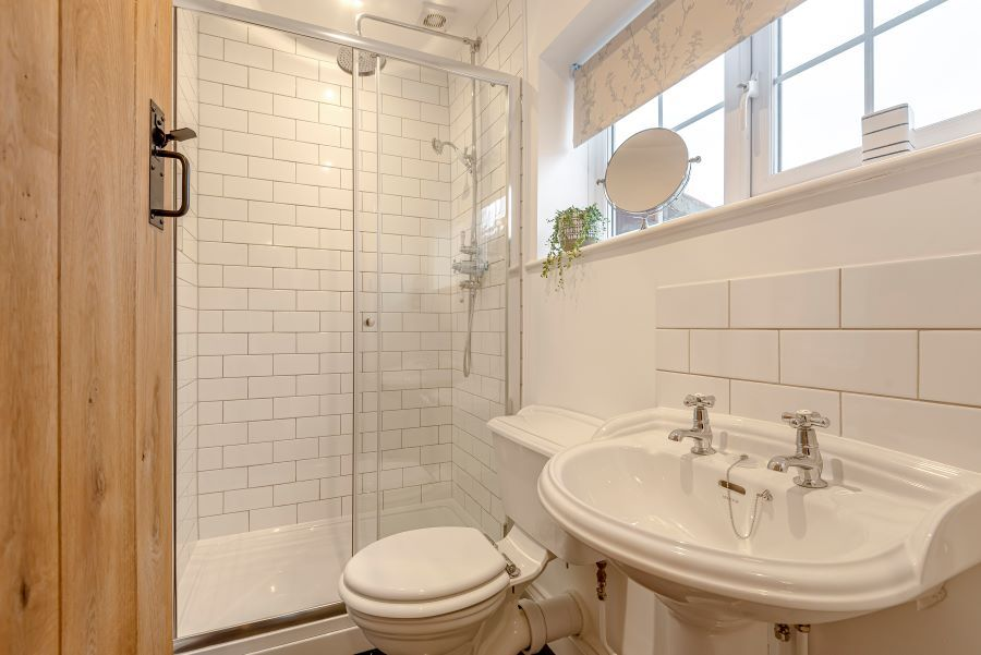 Bailey Wick Cottage | Shower room