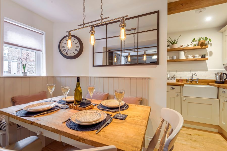 Bailey Wick Cottage | Dining table