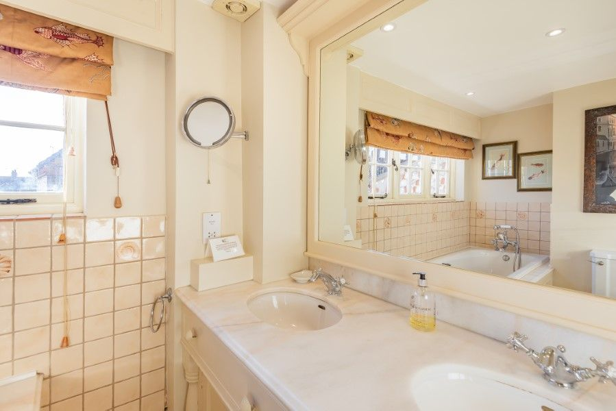 The House on the Green | En-suite bathroom