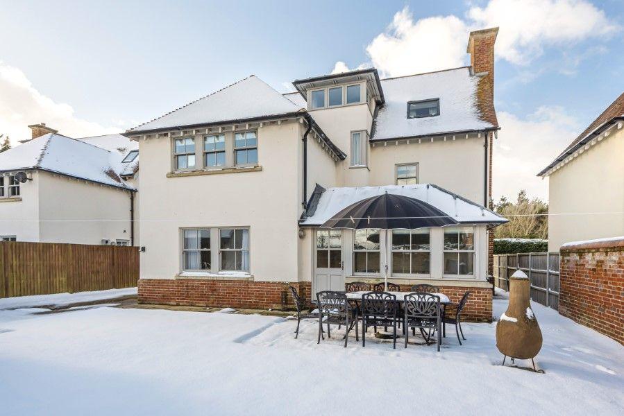 Commodores House 5 bedrooms | Wintery back garden