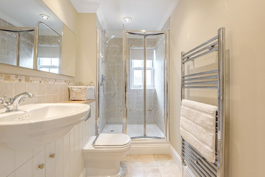 Commodores House 5 bedrooms | Downstairs shower room
