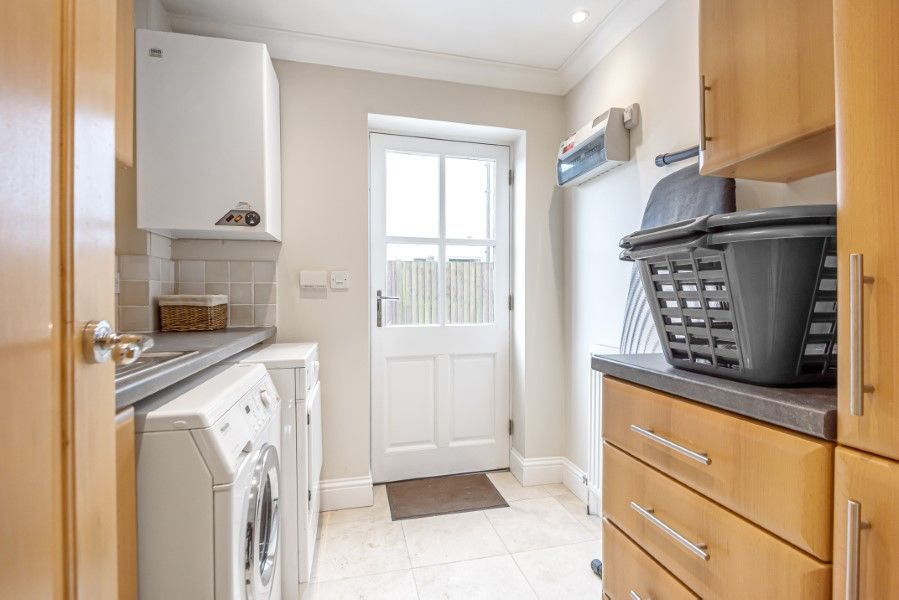 Commodores House 5 bedrooms | Laundry room