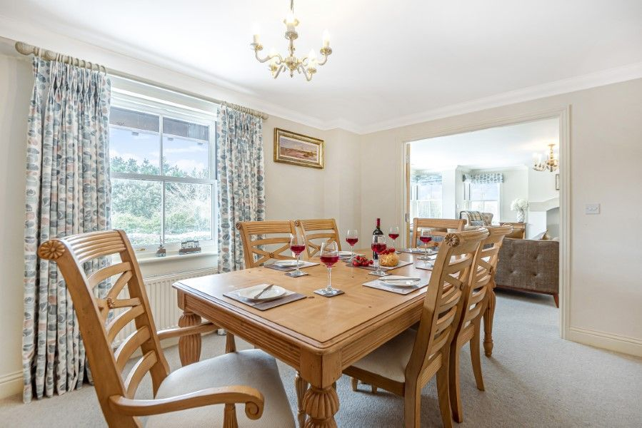 Commodores House 5 bedrooms | Dining room