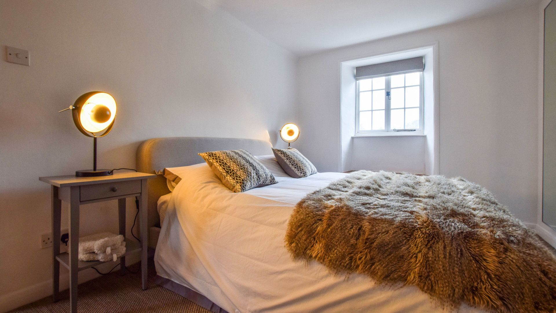 Bedroom 1, 1 Horseshoe Cottages, Bolthole Retreats