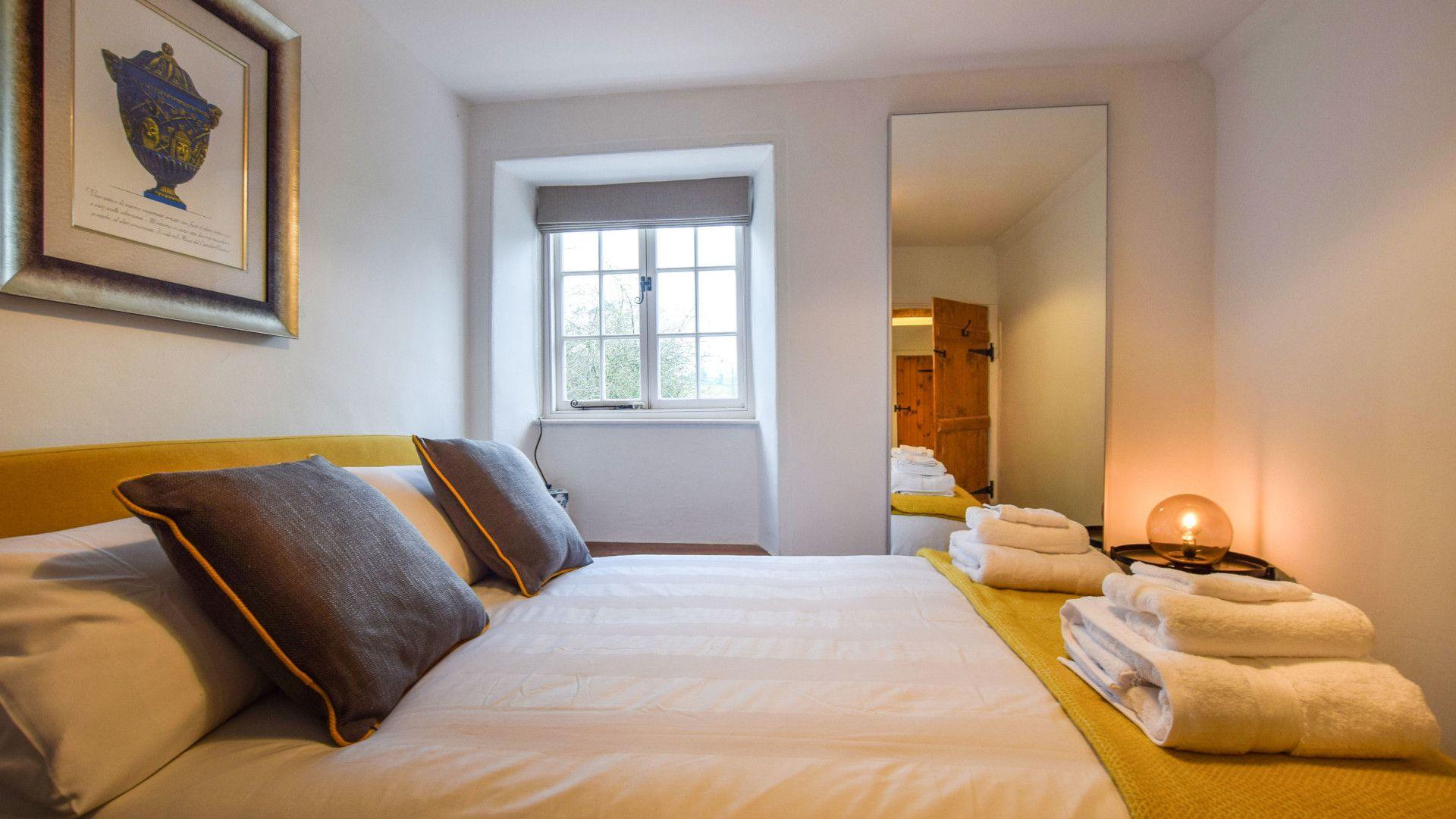 Bedroom 2, 1 Horseshoe Cottages, Bolthole Retreat