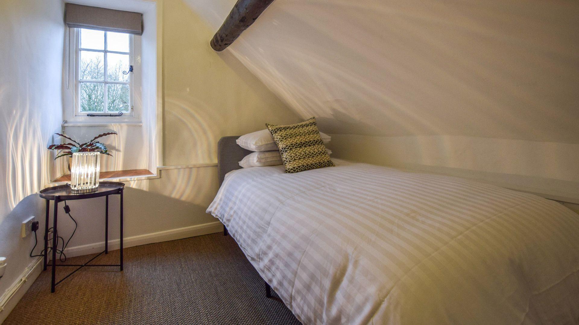 Bedroom 3, 1 Horseshoe Cottages, Bolthole Retreat