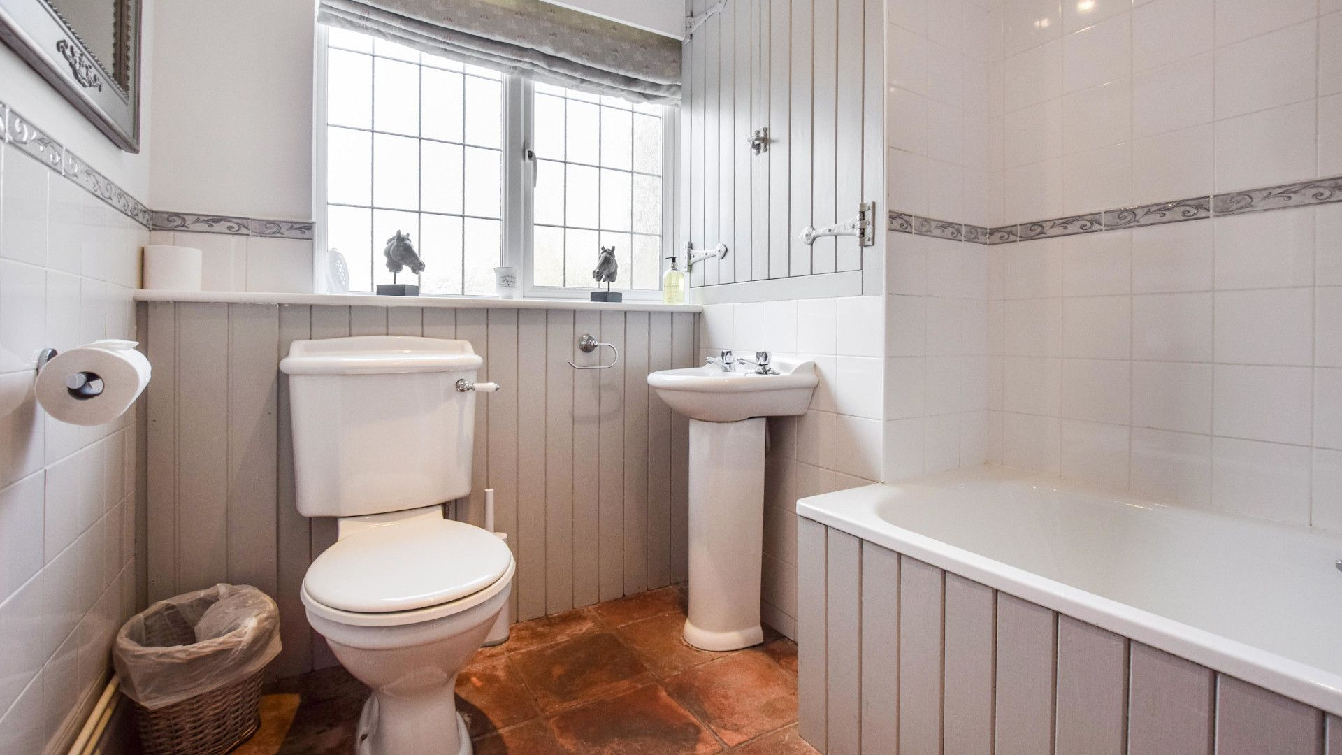 Family Bathroom, Appletree Cottage, Bolthole Retreats