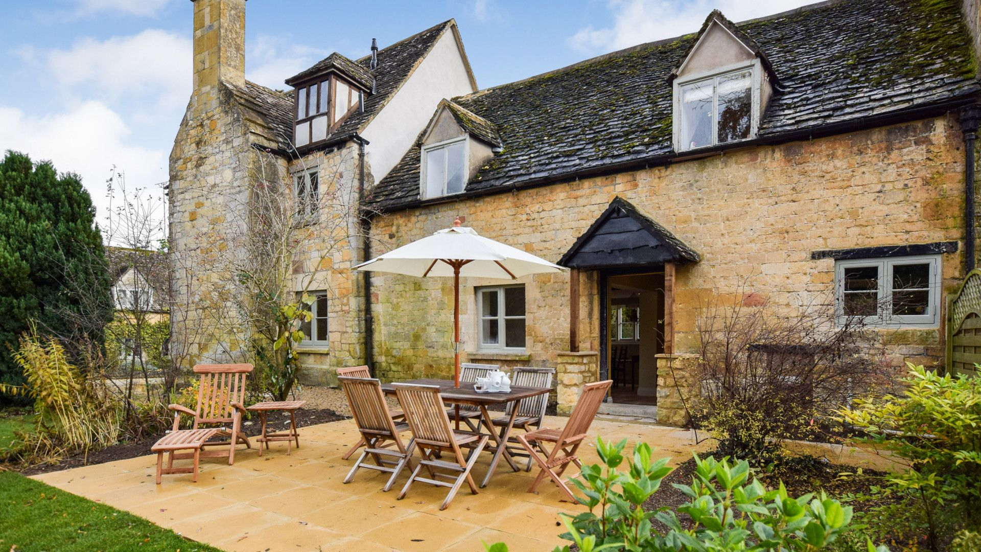 Rear garden and patio, Archers at Sudeley Castle, Bolthole Retreats