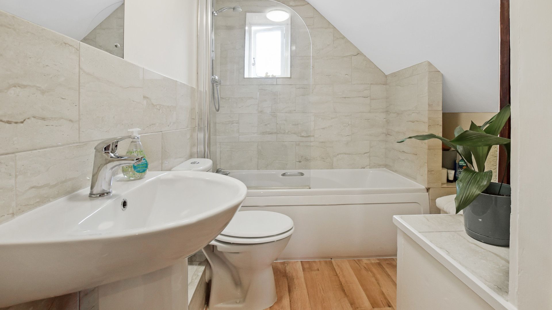 Family Bathroom, Barndown, Bolthole Retreats
