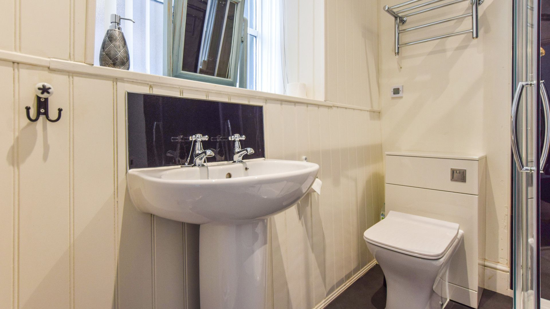 Shower Room, Bishop's, Bolthole Retreats