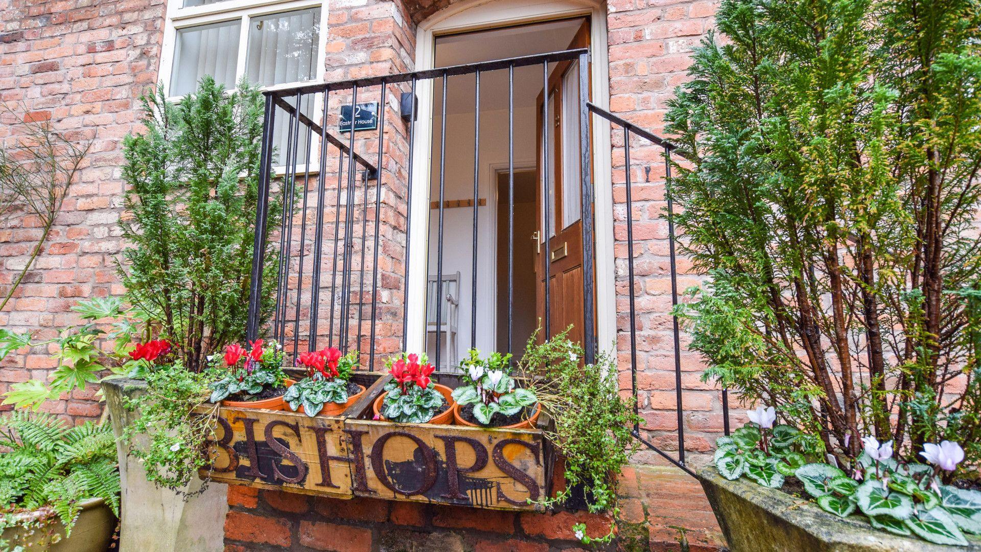 Front Entrance, Bishop's, Bolthole Retreats