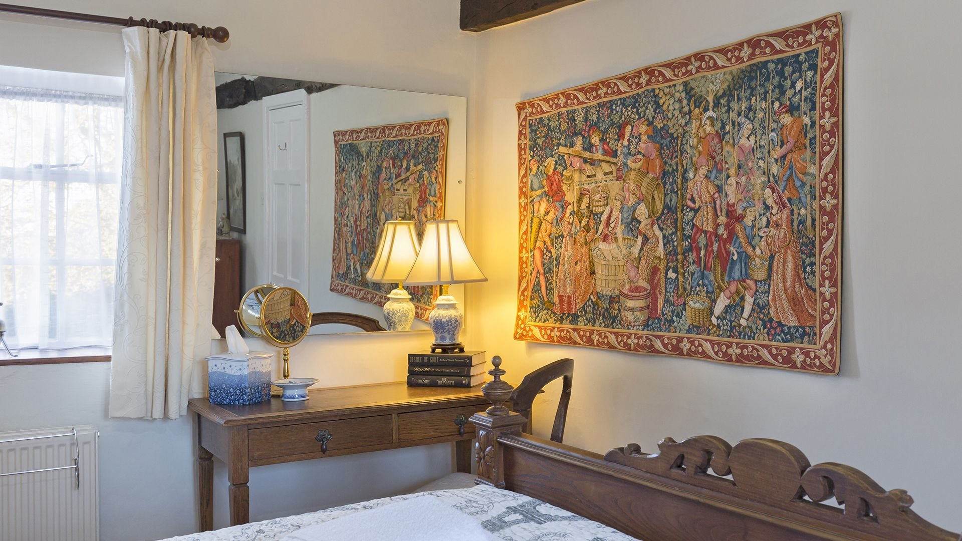 Bedroom 1, Box Cottage, Bolthole Retreats