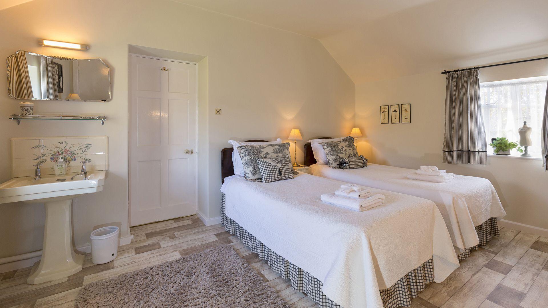 Bedroom 2, Box Cottage, Bolthole Retreats