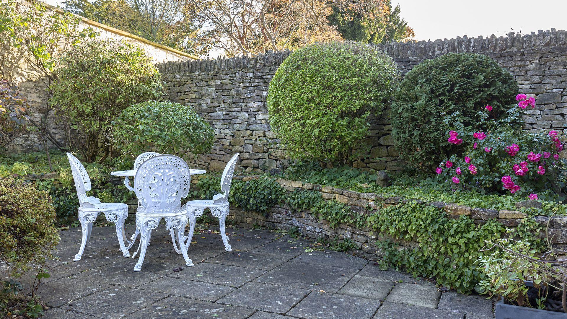 Courtyard garden, Box Cottage, Bolthole Retreats