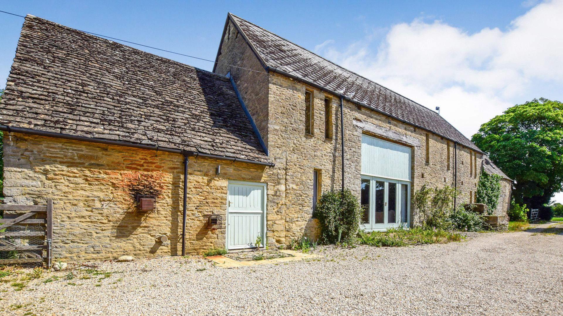 Exterior front, Butts Farm, Bolthole Retreats