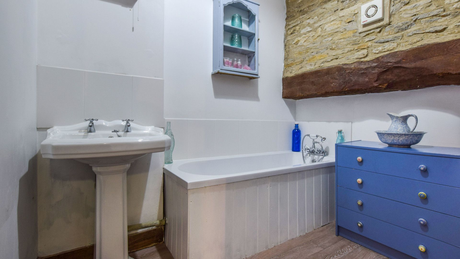 Family bathroom, Butts Farm, Bolthole Retreats