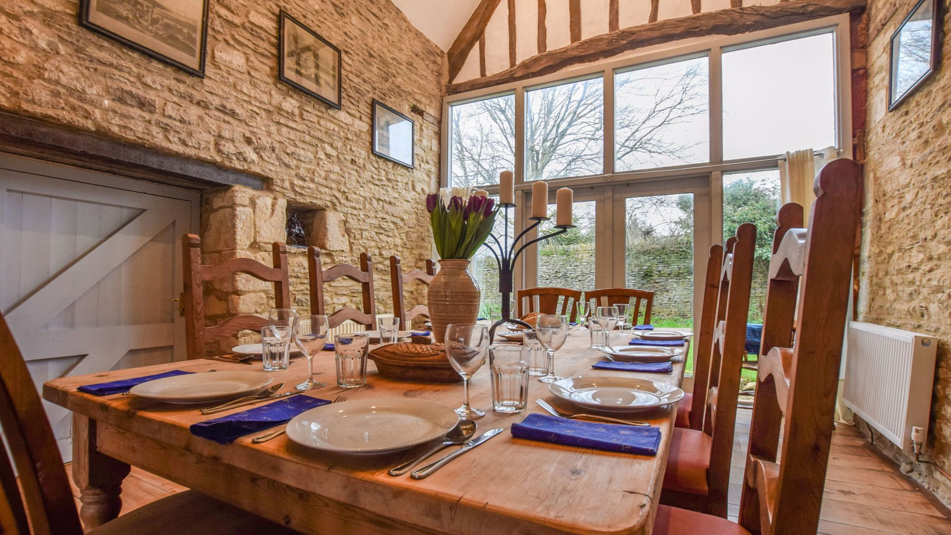 Dining room, Butts Farm, Bolthole Retreats