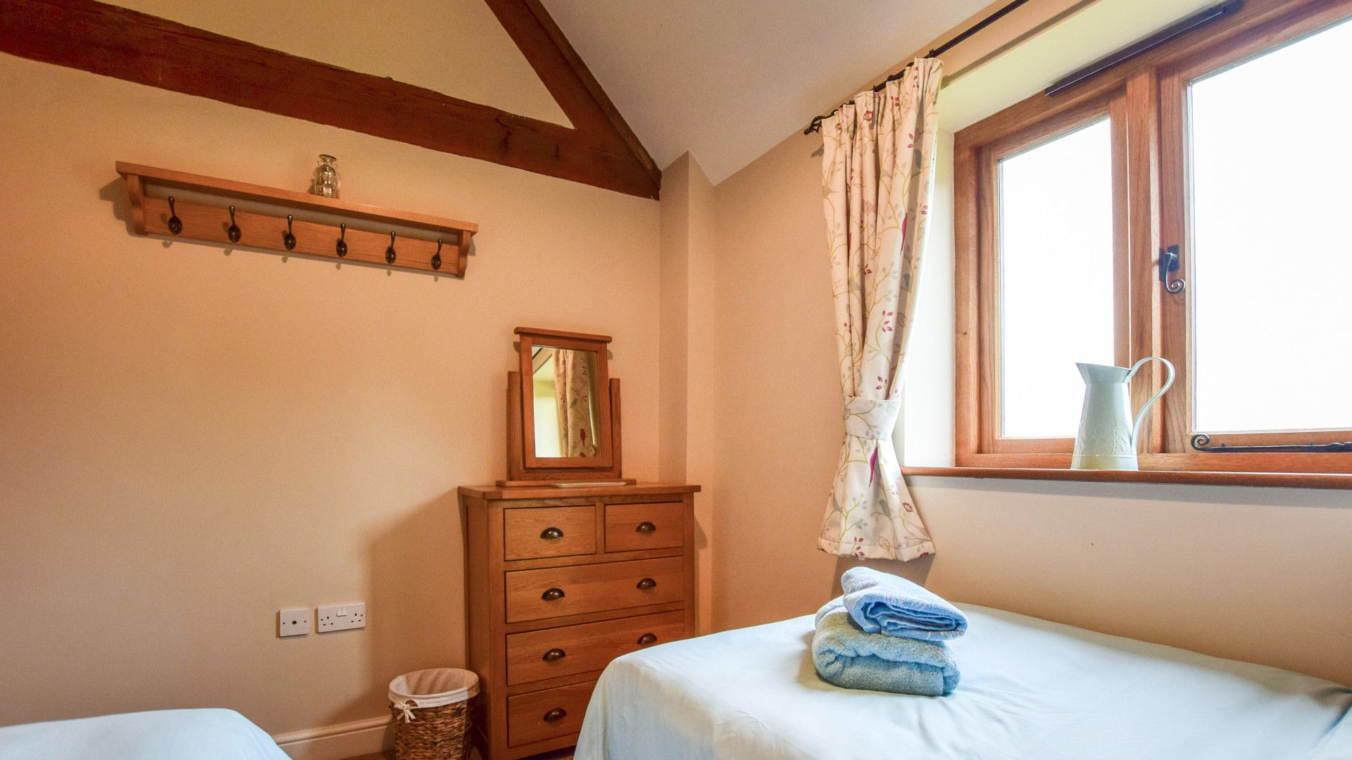 Bedroom 2, twin, Cider House, Bolthole Retreats