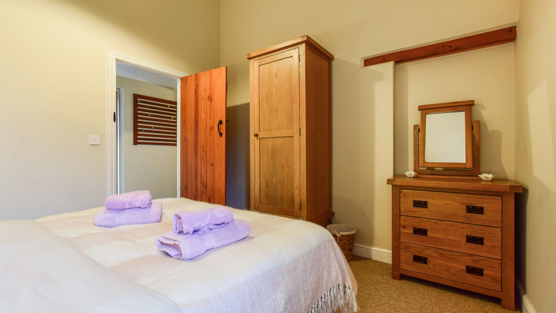 Bedroom 1, Cider House, Bolthole Retreats