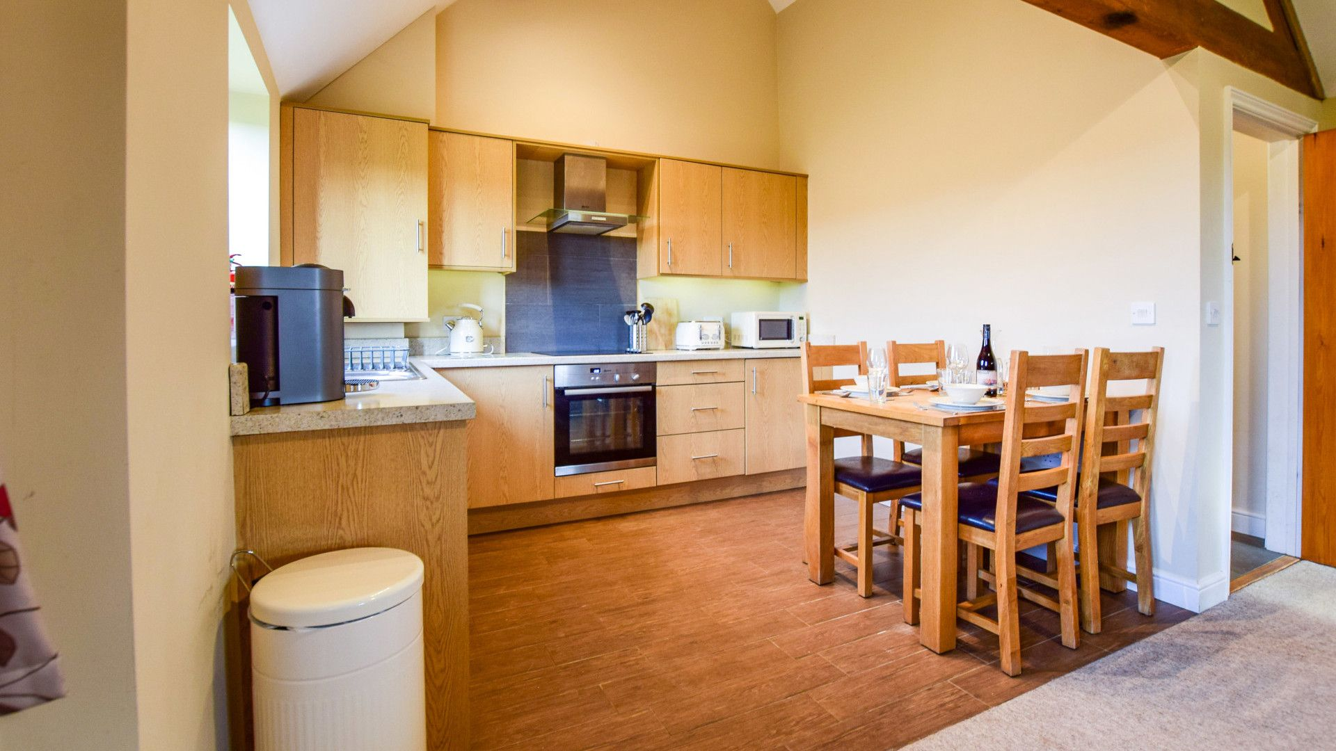 Kitchen with dining table, Cider House, Bolthole Retreats