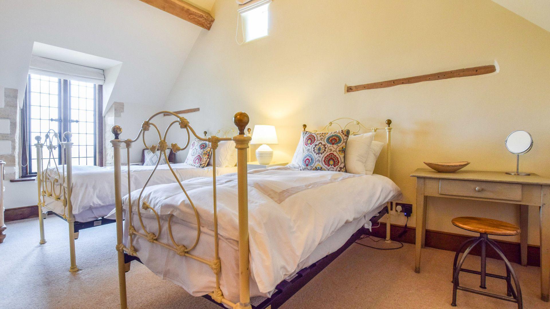 Bedroom 3, twin, The Coach House, Bolthole Retreats