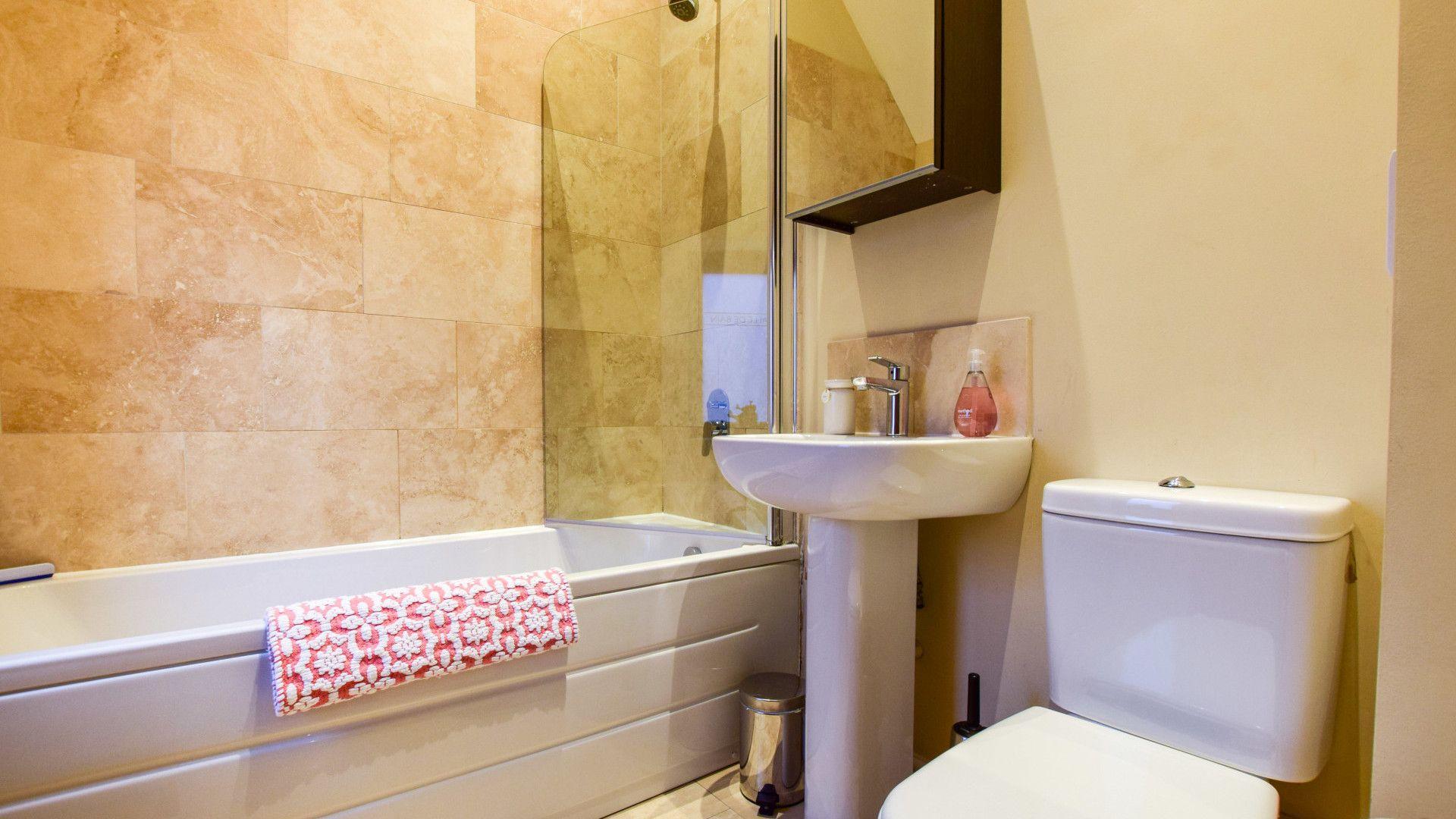 Family bathroom, Combine Shed, Bolthole Retreats