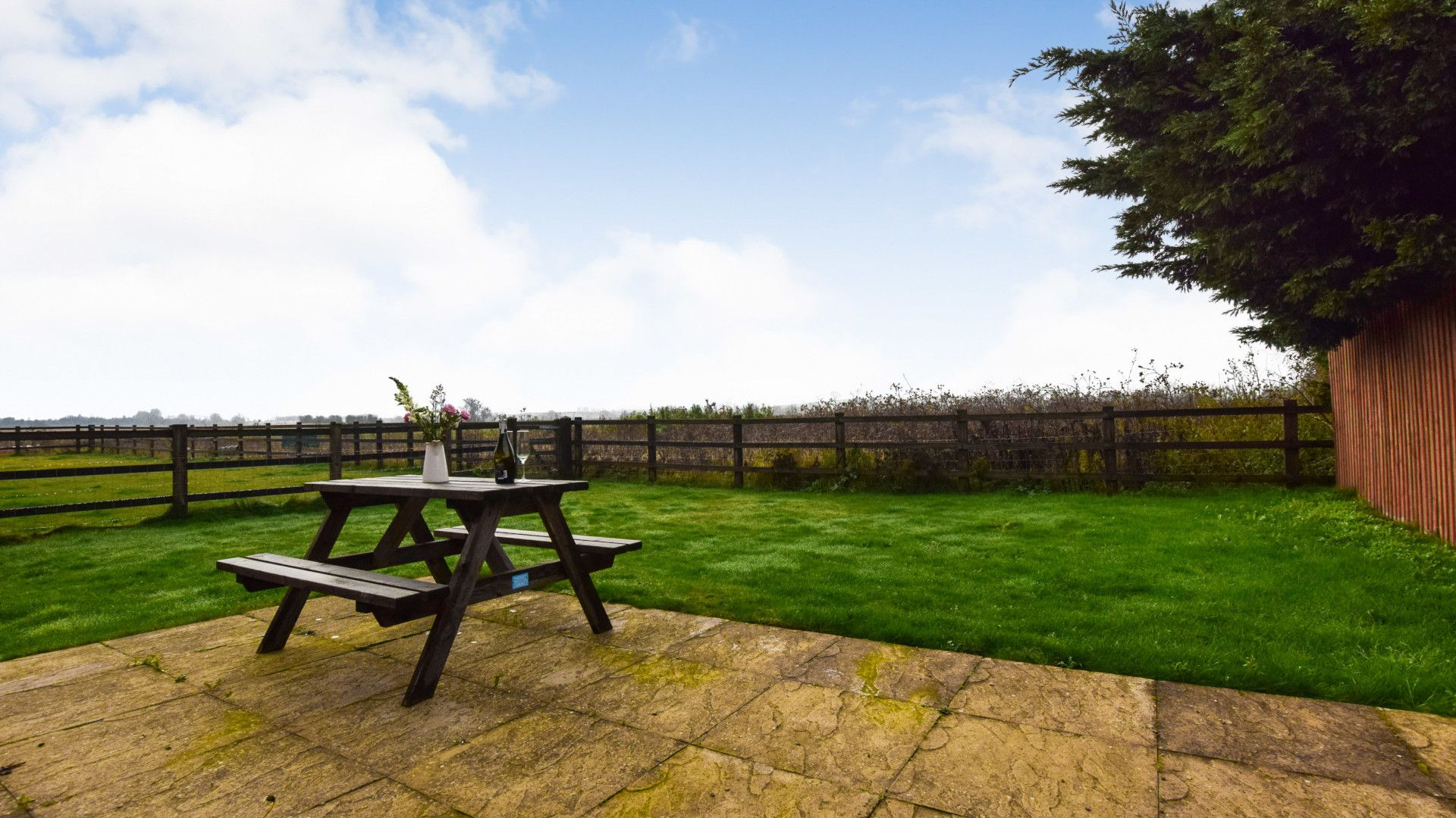 Garden and patio, Combine Shed, Bolthole Retreats