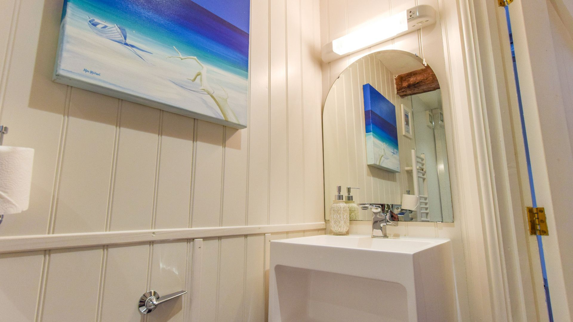 Family Bathroom, Drying House, Bolthole Retreats
