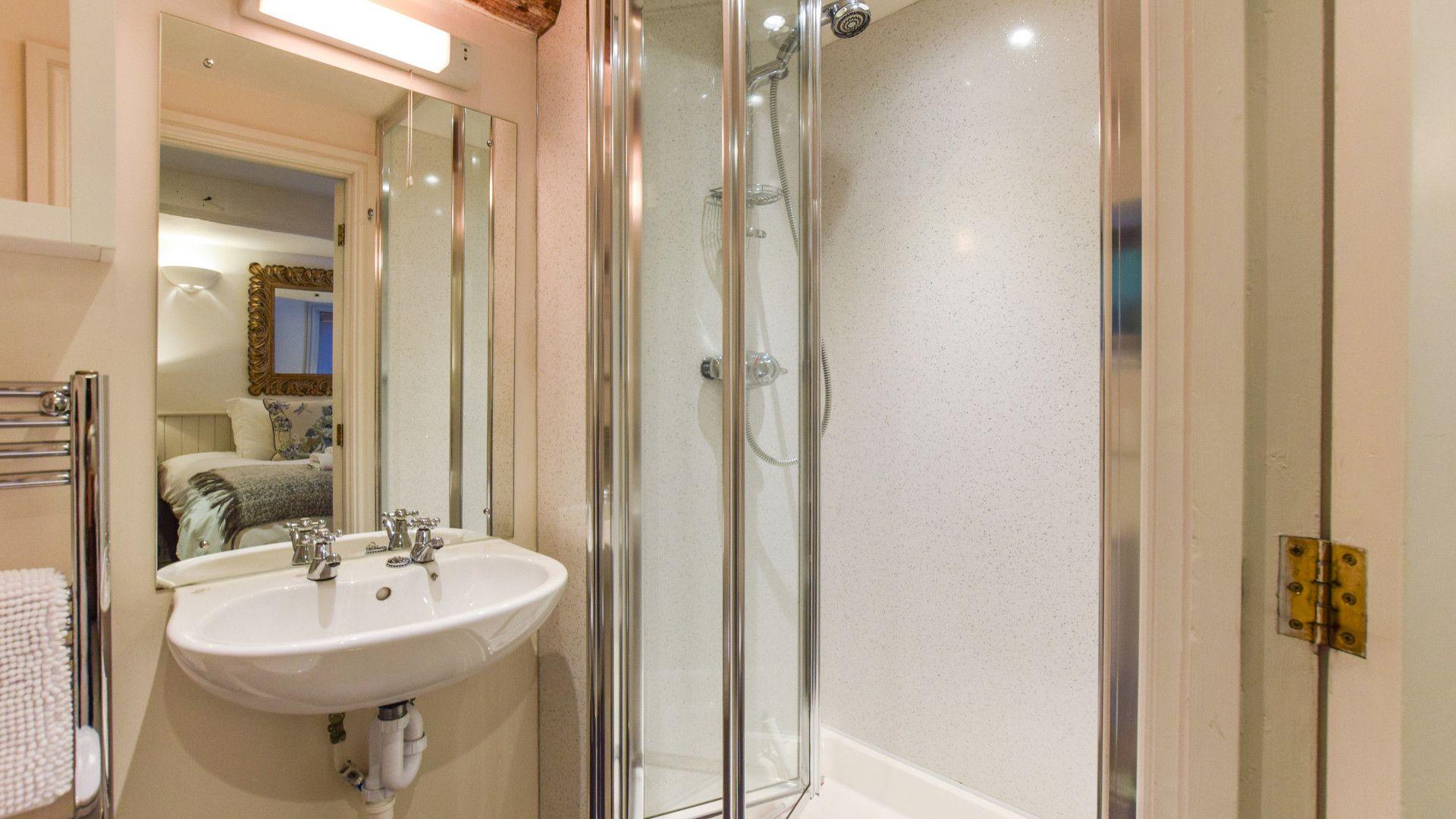 En-suite shower, Drying House, Bolthole Retreats