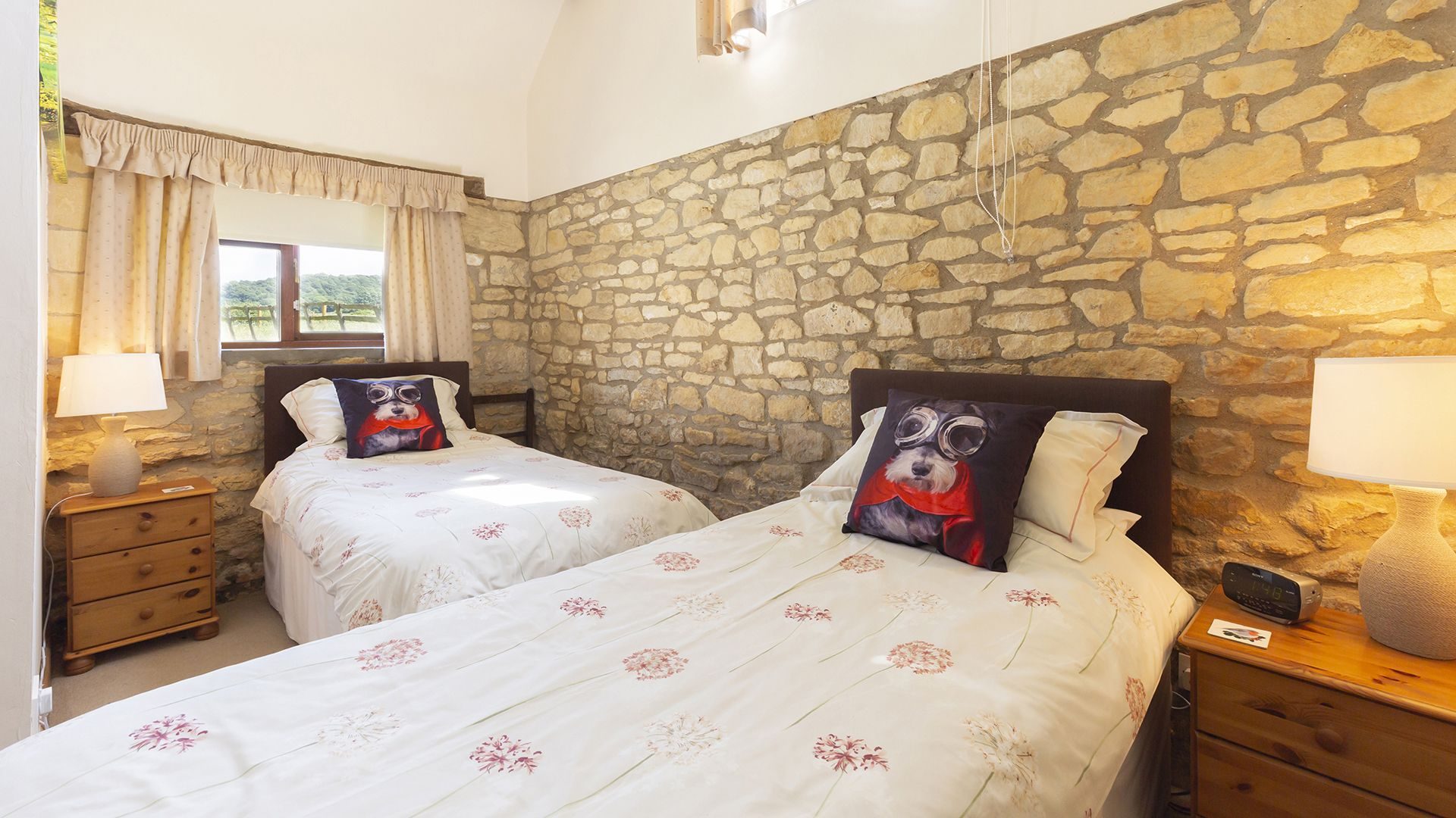 Downstairs Twin room, Field House Cottage, Bolthole Retreats