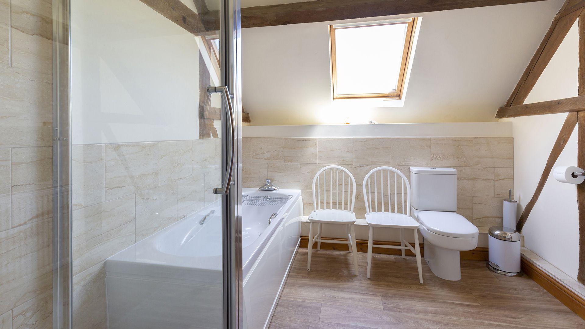 Family Bathroom, Field House Cottage, Bolthole Retreats