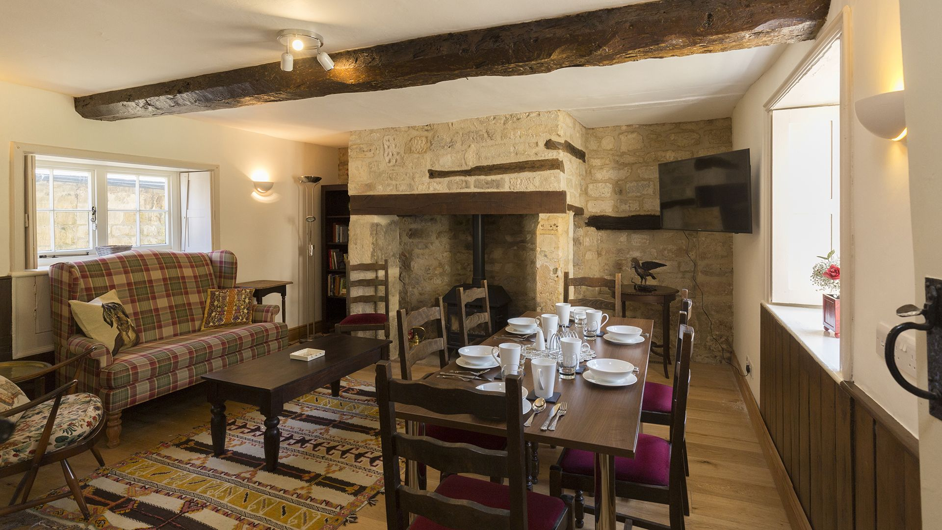 Snug/Breakfast room, Almsbury Farmhouse at Sudeley Castle, Bolthole Retreats