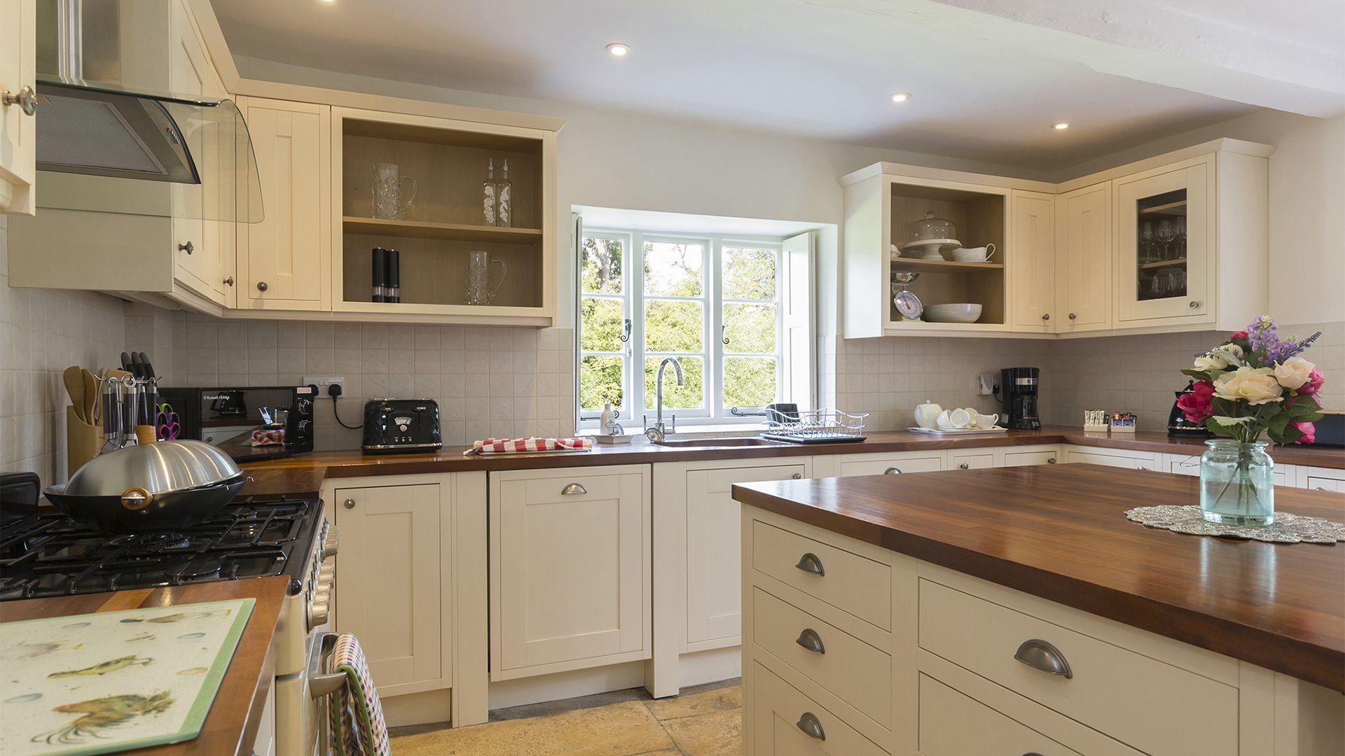 Kitchen, Almsbury Farmhouse at Sudeley Castle, Bolthole Retreats