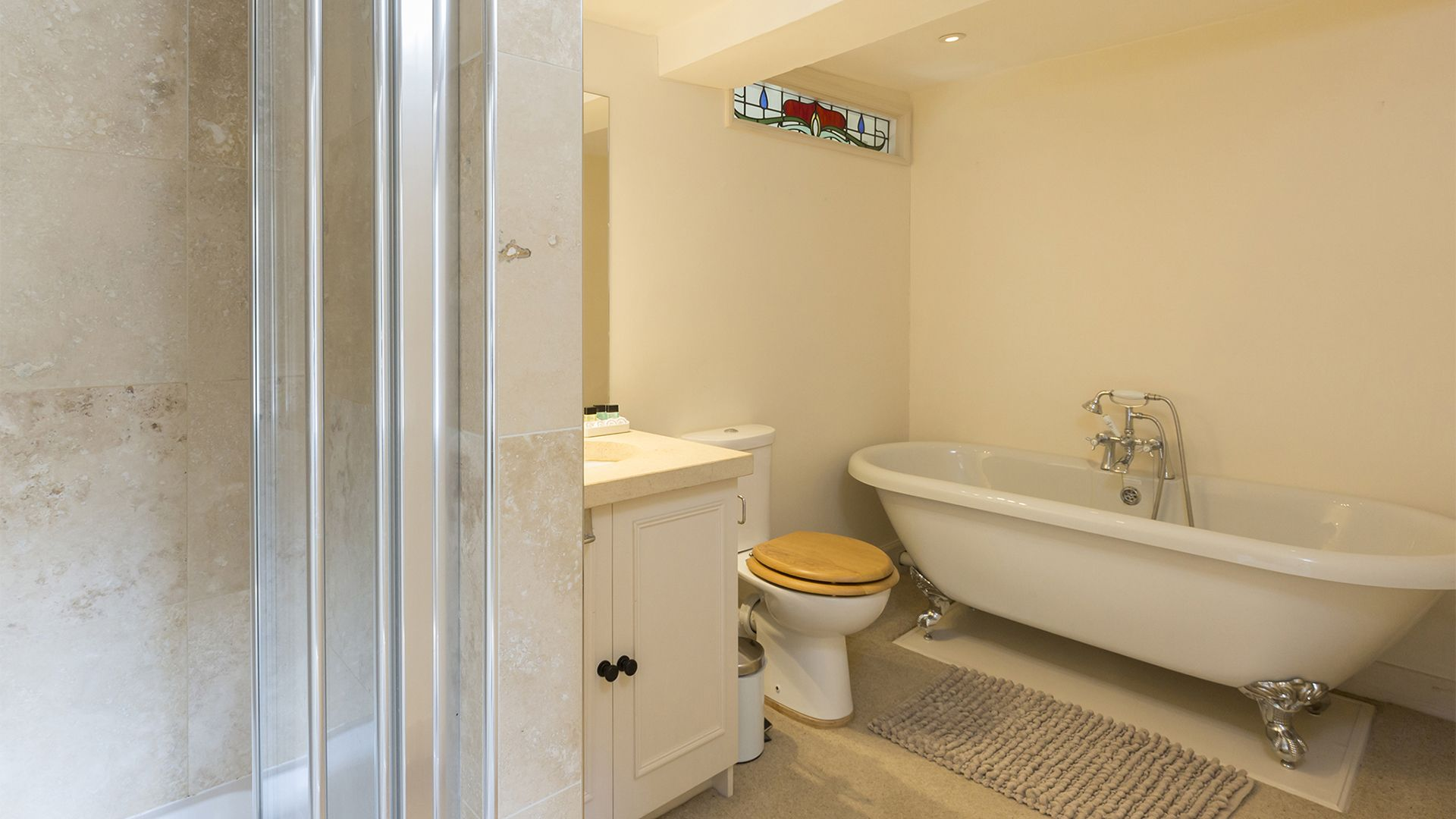 Bathroom, Almsbury Farmhouse at Sudeley Castle, Bolthole Retreats