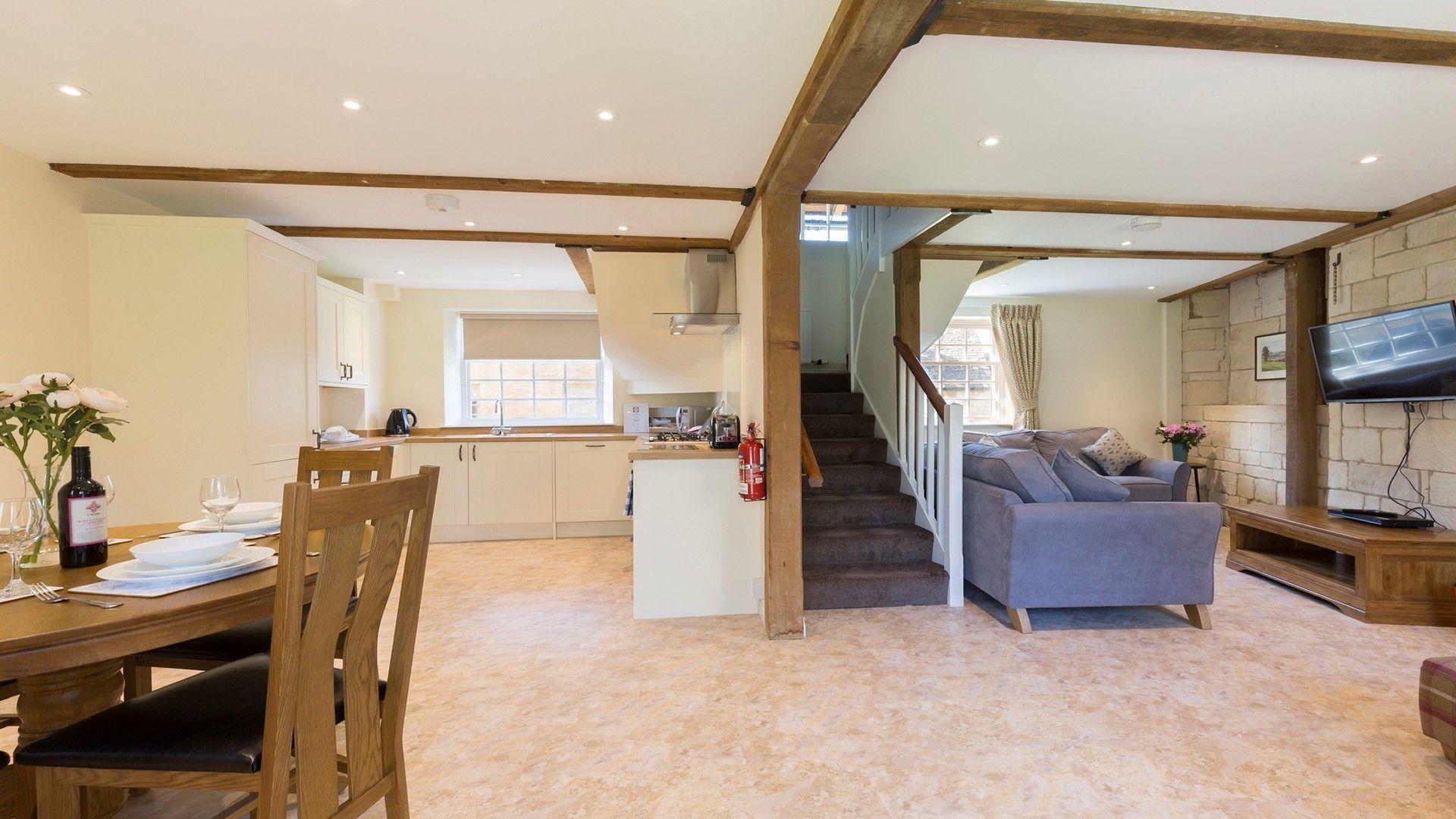 Open plan dining-living area, George III, Bolthole Retreats